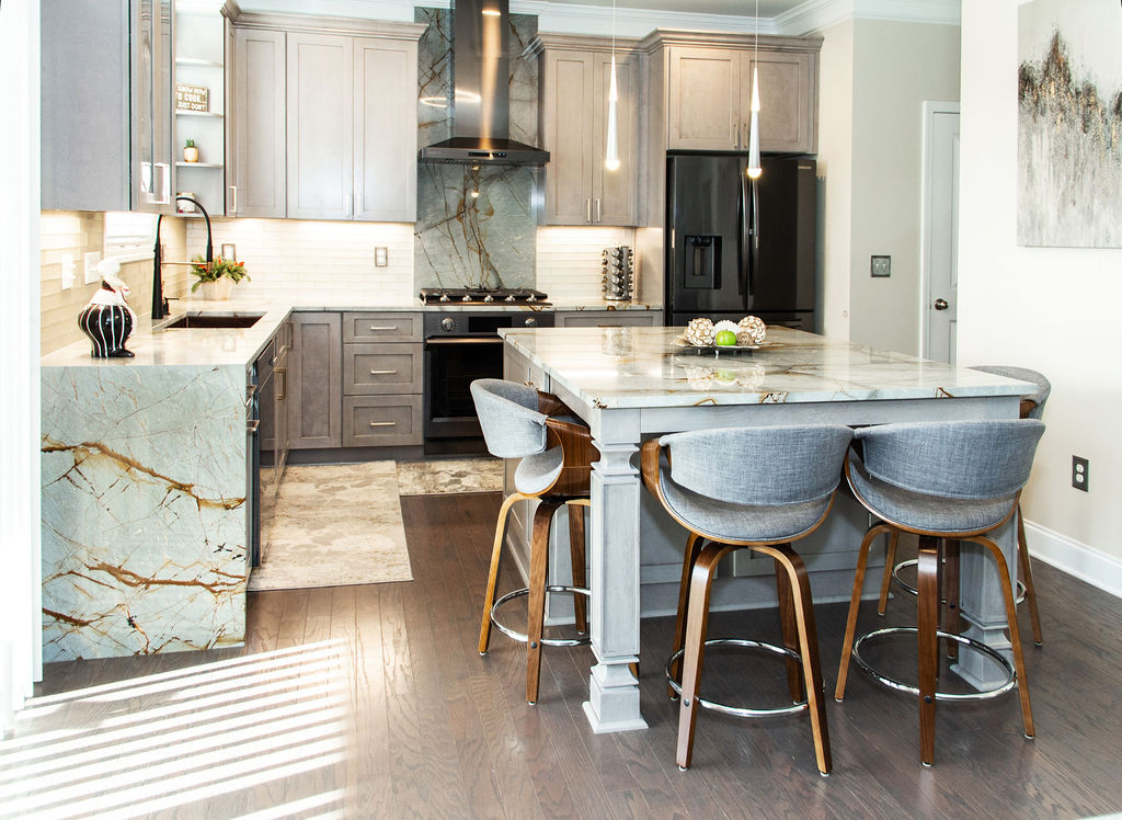 A spacious island topped with Blue Roma quartzite is the perfect space to entertain family and friends.